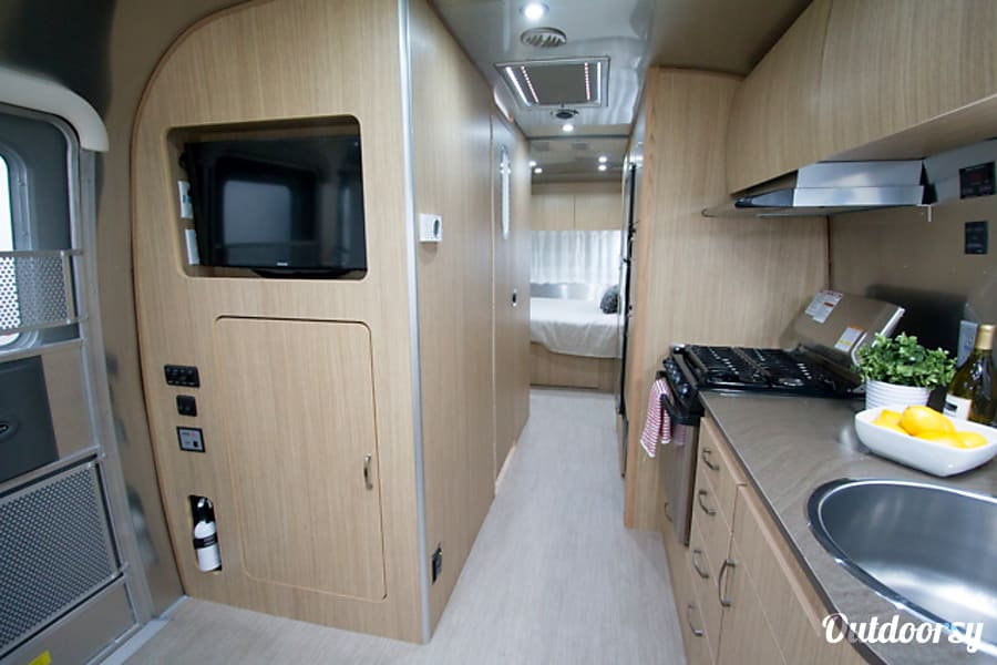 interior Beautiful Airstream in Russian River - 26' - Sleeps 4 - Setup/Delivery Available Sebastopol, CA