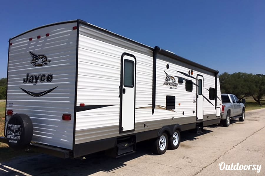 exterior 2016 Jayco Jay Flight, Everything Included w/rental! Jourdanton, TX