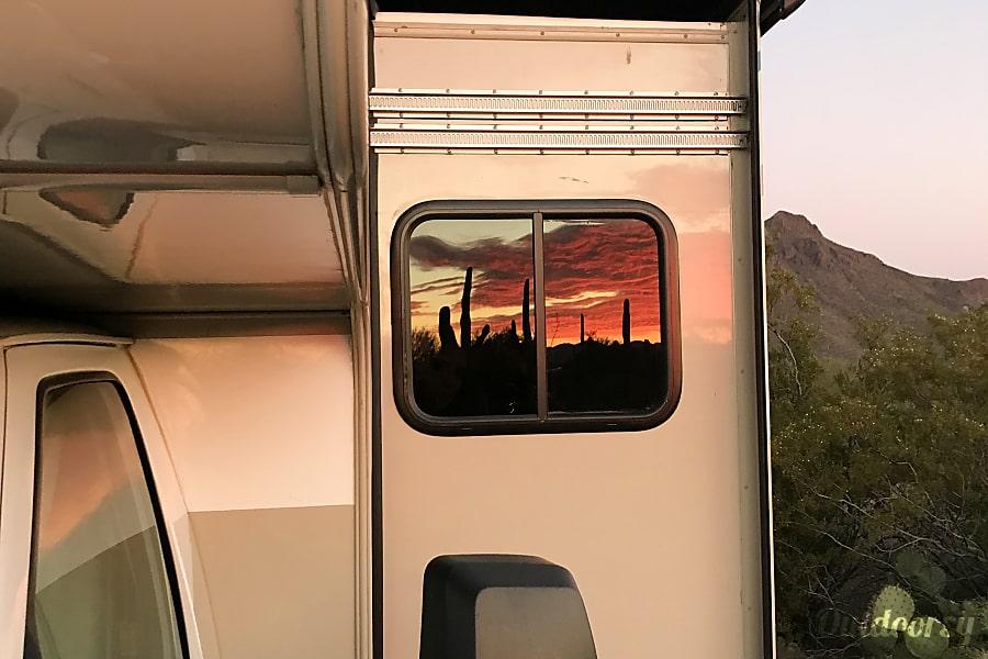 exterior FIVE STAR Glamping in Broomhilda Mesa, AZ