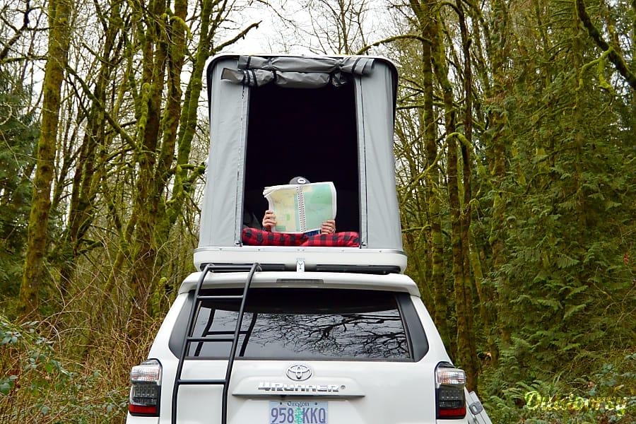 exterior El Burro: Toyota 4Runner 4x4 SR5 Portland, OR