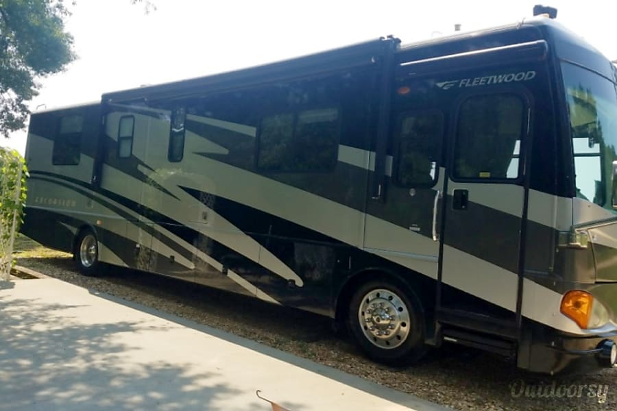●DIESEL PUSHER● Comfortable and very spacious 39' Class A for a family of up to 5. We can deliver, short trips welcome San Diego, CA