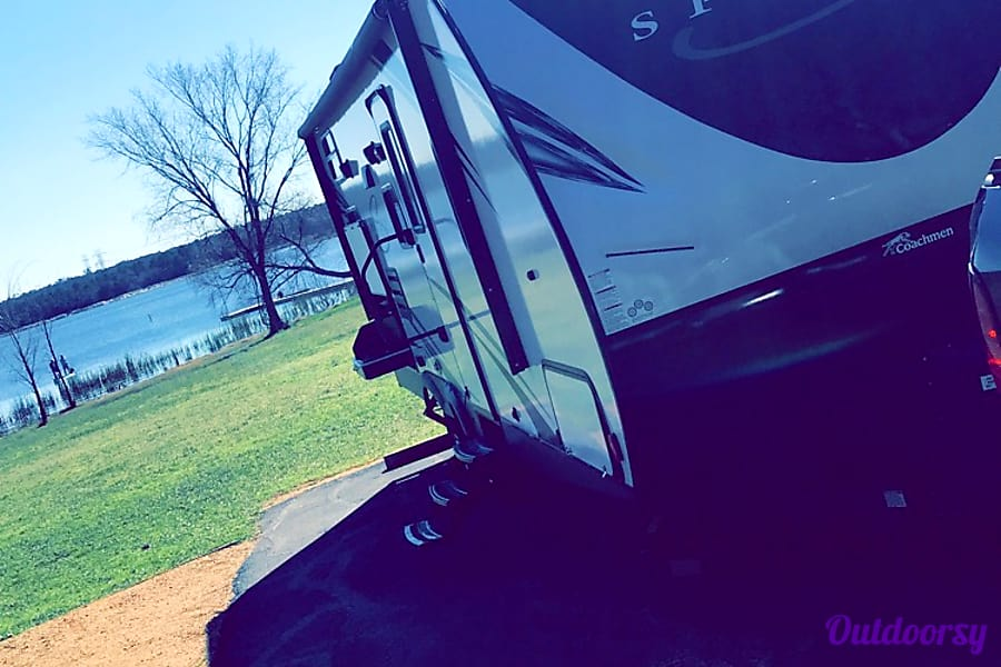 exterior 2019 Coachmen Spirit Of America Bastrop, TX