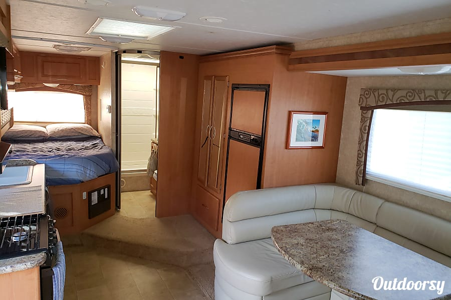interior 2011 Thor Motor Coach Chateau Vallejo, CA
