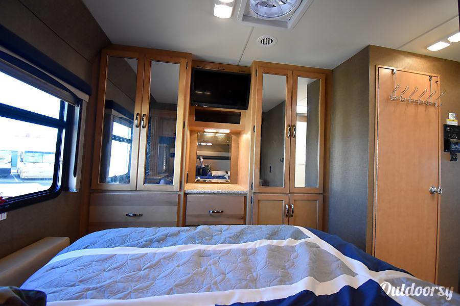 interior 2015 Thor Motor Coach A.C.E Long Beach, CA