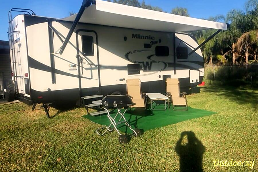 exterior 2019 Winnebago Minnie Pembroke Pines, FL