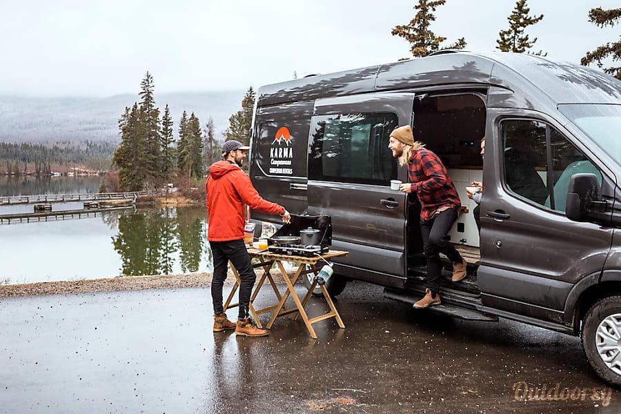 Ford Transit 150 >> 2018 Ford 2500 Transit Motor Home Camper Van Rental in