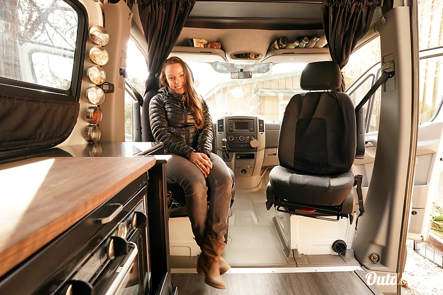 Hustle: 4x4 Mercedes-Benz Sprinter Portland, OR