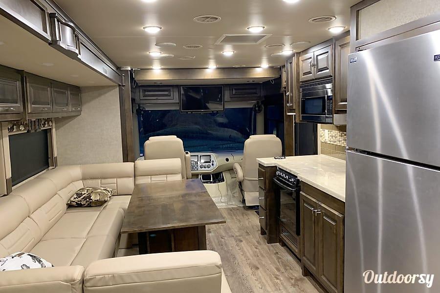 interior 2018 Tiffin Motorhomes Allegro Gilmer, TX