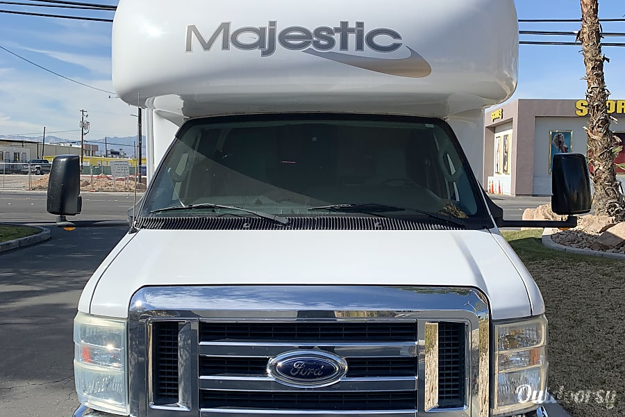 27 FT CLASS C RV SLEEPS 6 DRIVES LIKE A CAR NICK NAME (VANESSA) Las Vegas, NV
