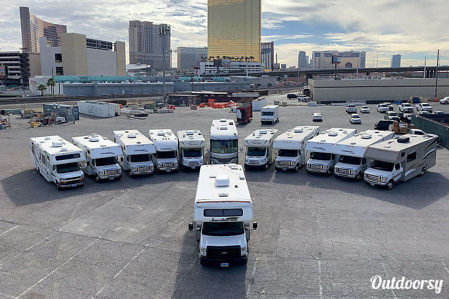 GORGEOUS 37FT DIESEL PUSHER 2 SLIDE OUT AIR RIDE 20MPG SLEEPS 6 NICKNAME (STEVIE) Las Vegas, NV