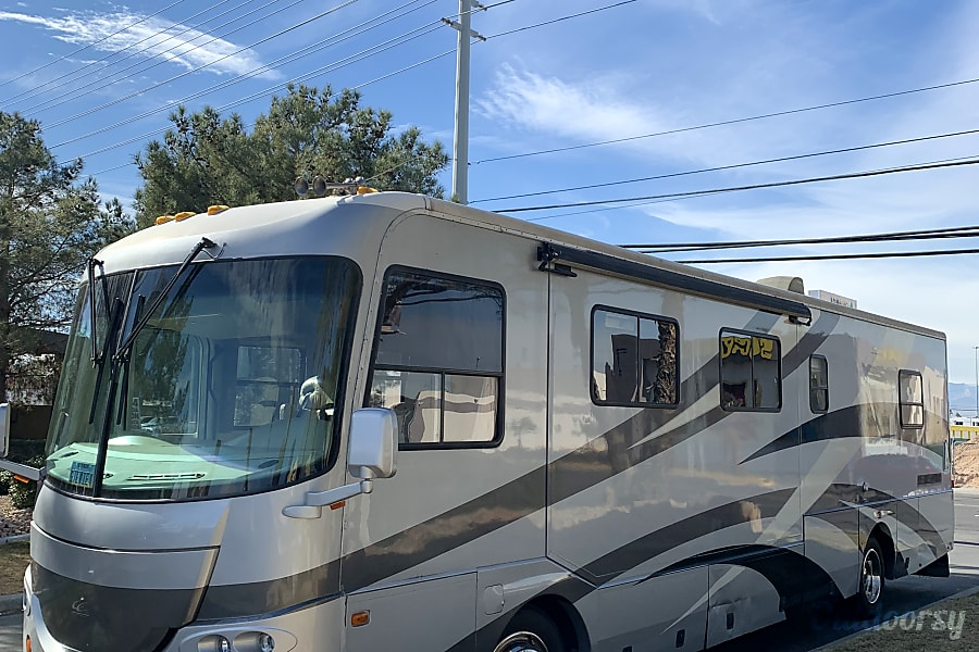 GORGEOUS 37FT DIESEL PUSHER 2 SLIDE OUT AIR RIDE 20MPG SLEEPS 6 NICKNAME (STEVIE) Las Vegas, NV