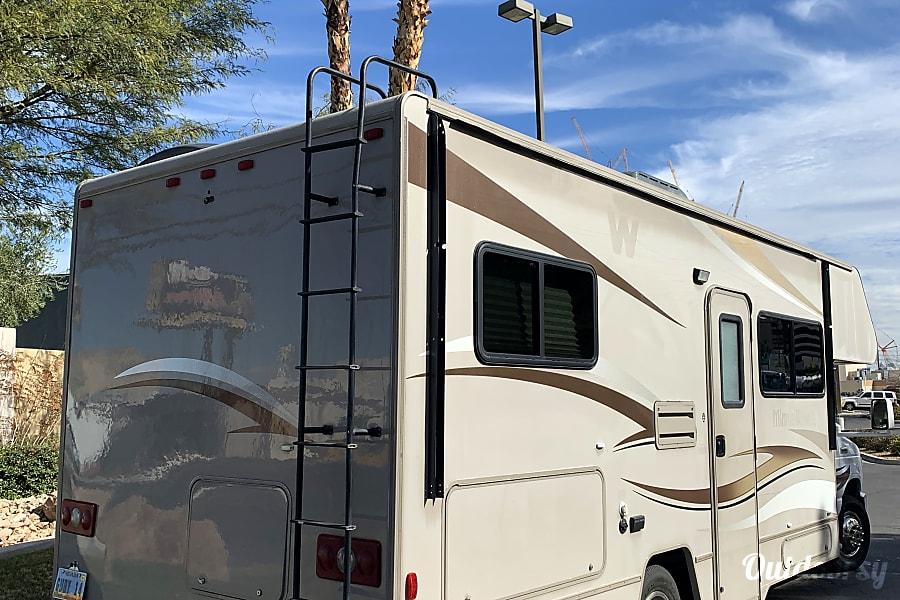 FORD 26 FT CLASS C RV DRIVES LIKE A CAR SLEEPS 8 NICKNAME (GUBI) Las Vegas, NV
