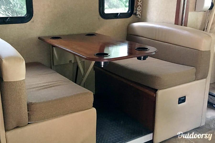 interior 2016 Thor Motor Coach Hurricane Champaign, IL