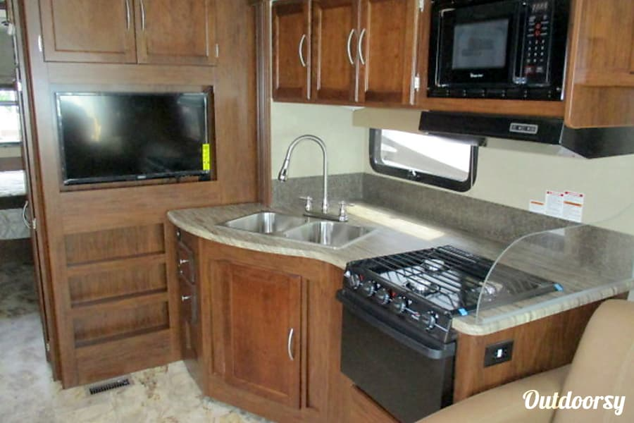 interior 2016 Coachmen Fully Stocked & Super Clean w/Unlimited miles! Dade City, FL