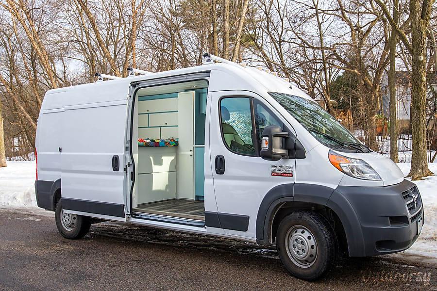 2017 Dodge Ram 2500 Motor Home Camper Van Rental In