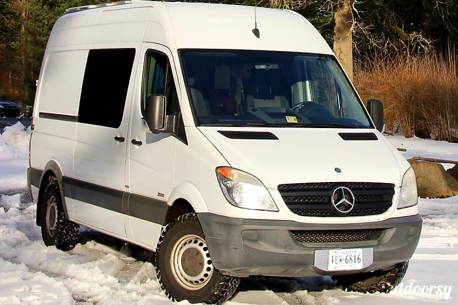 568f164e4f 2011 Custom Mercedes Benz Sprinter Motor Home Camper Van Rental in ...