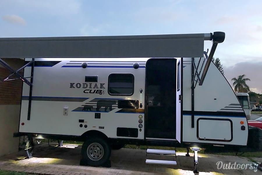 exterior 2018 Dutchmen Kodiak Miramar, FL