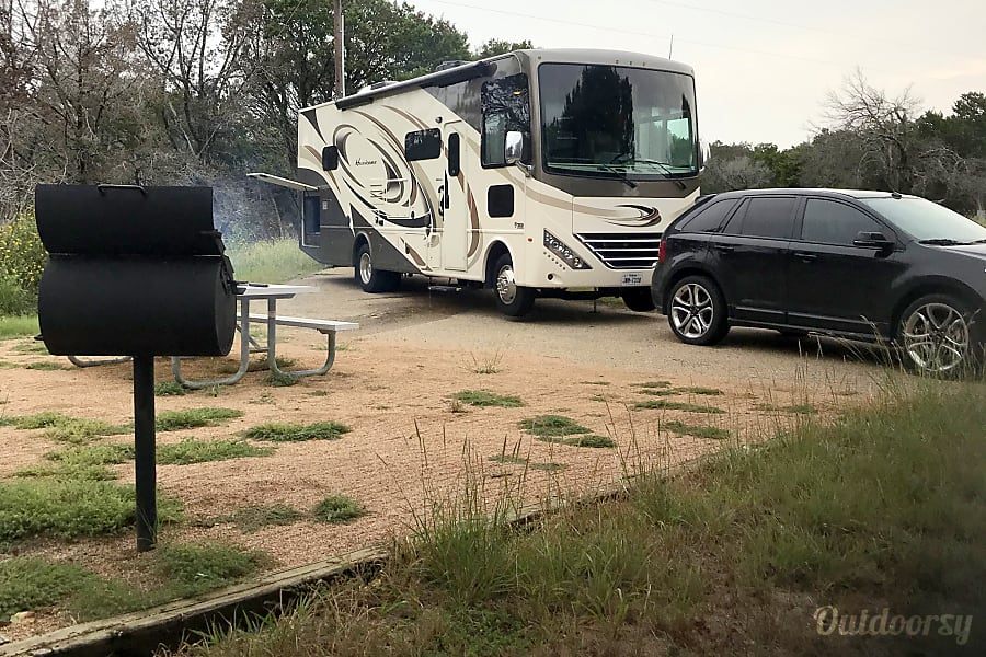 exterior ALMOST NEW 2017 Thor Motor Coach Hurricane with 2 slide outs.  Less than 7,800 miles. Hewitt, TX