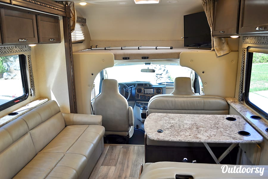 Camp in Style: NEW 2018 Thor Four Winds San Marcos, CA