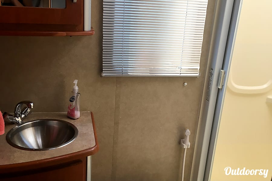 """2008 Winnebago View (""""Beastie"""") Corvallis, OR"""