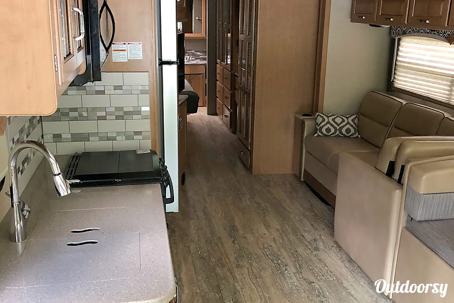 interior 2017 Thor Motor Coach Hurricane Spring Hill, TN