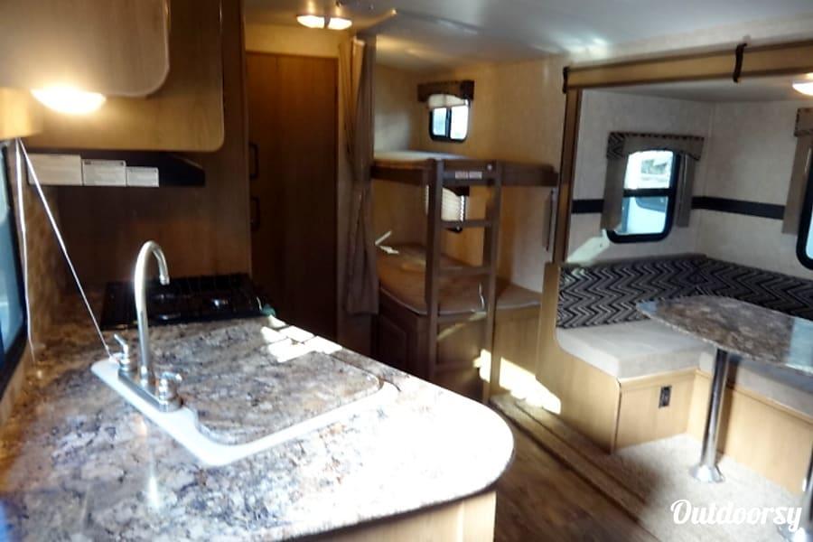 interior 2015 Cruiser RV Shadow Cruiser 26' Oxford Mills, ON
