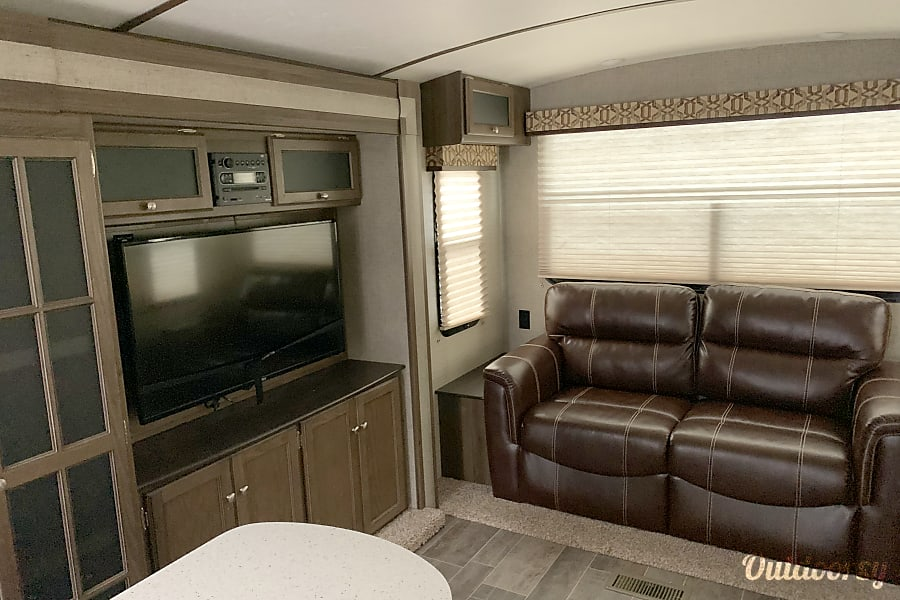 interior 2015 Keystone Bullet Premier Austin, AR