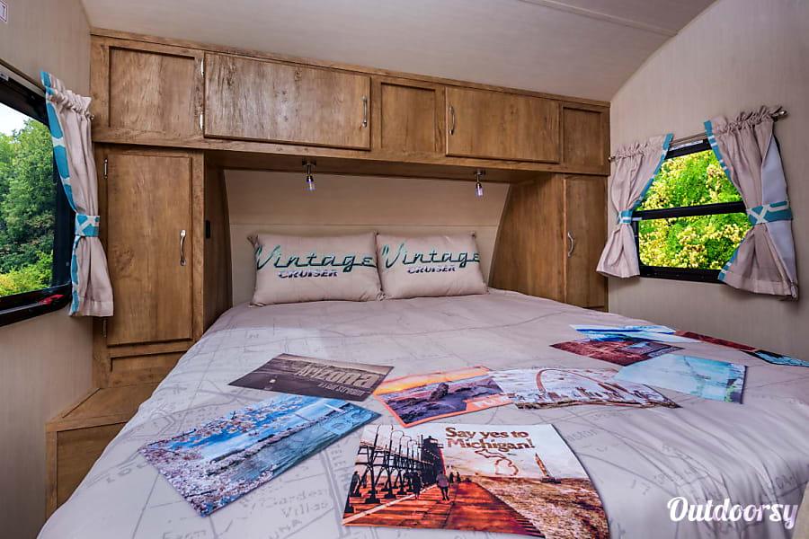 interior 2018 Gulf Stream Vintage Cruiser Cabot, AR