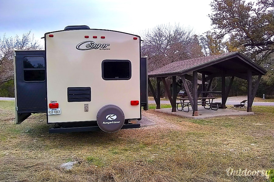 exterior Keystone Cougar offers lots of space and comfort!  Delivery available!! Georgetown, TX