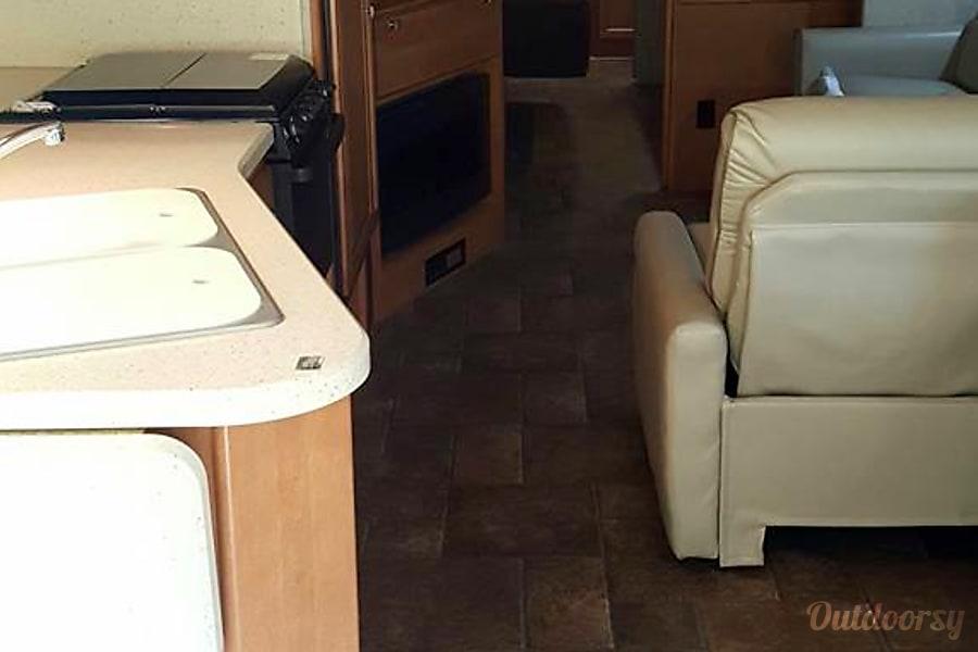 interior 2015 Itasca Sunstar Jericho, VT