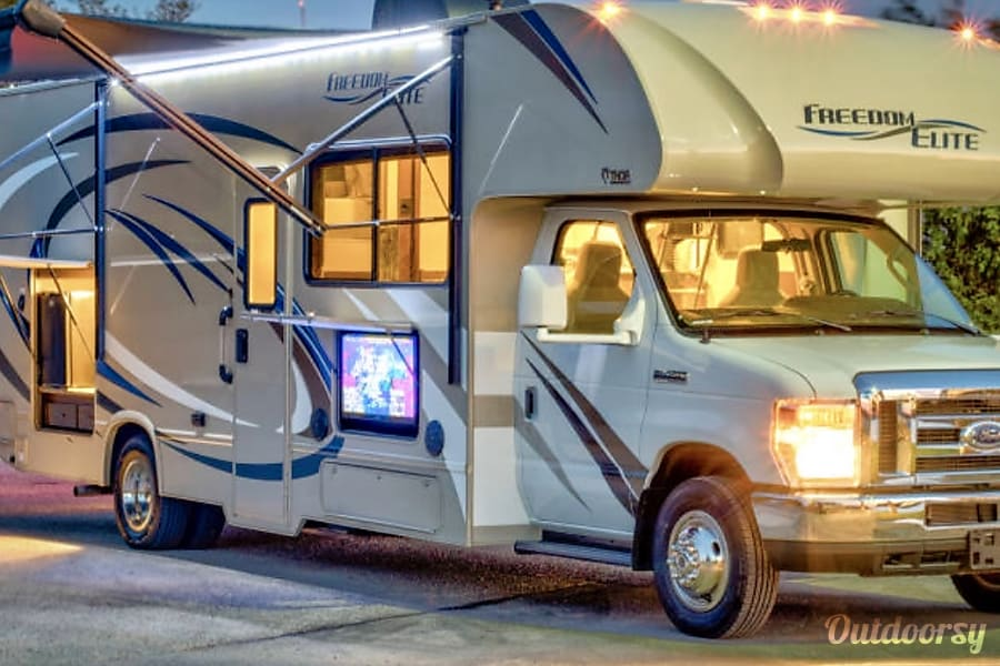 exterior 2017 Thor Motor Coach Freedom Elite Brooklyn, NY