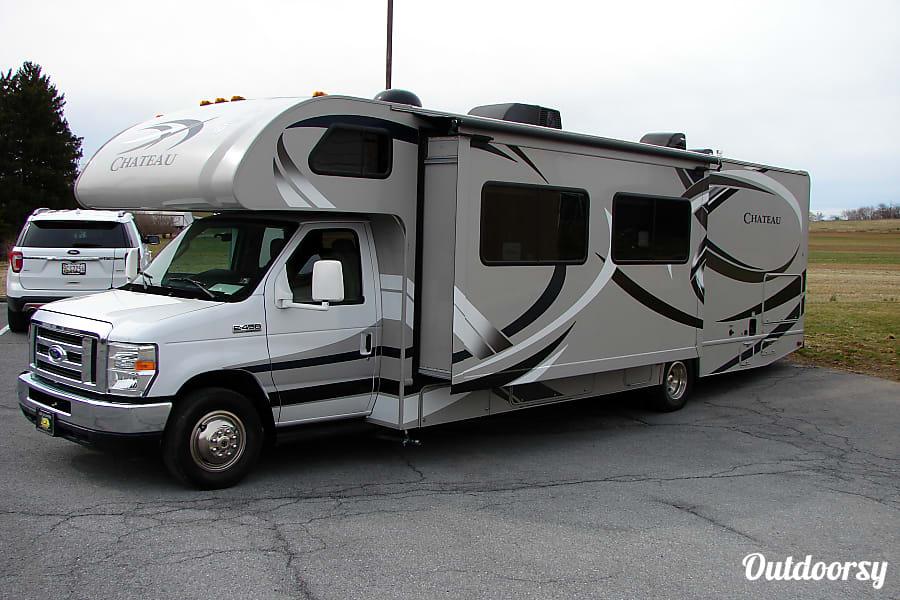 exterior 2014 Thor Motor Coach Chateau Waynesboro, PA