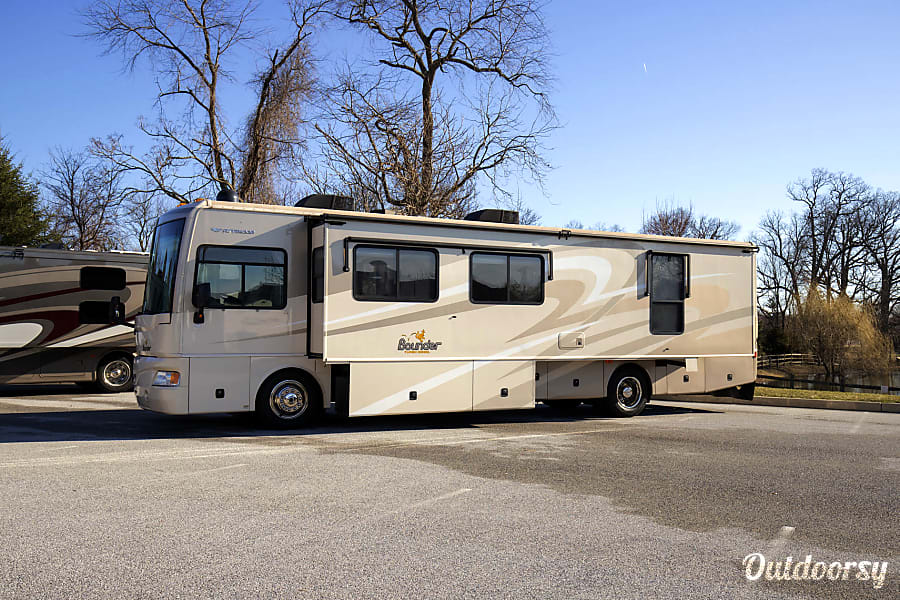 exterior Diesel Pusher AIR RIDE - CAREREE COACH RENTAL - We handle it all! - Stored Indoors! West Chester, PA