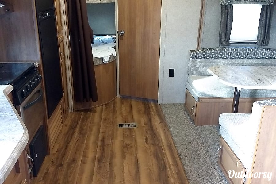 interior 2018 Coachmen Catalina Bay City, MI