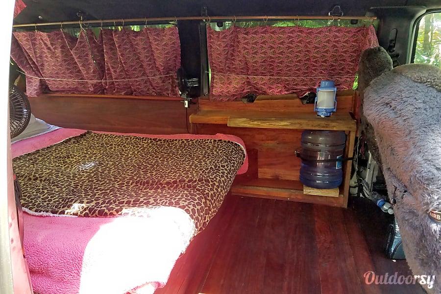 interior 2003 Ford E350 Box Van Hilo /Volcano, HI