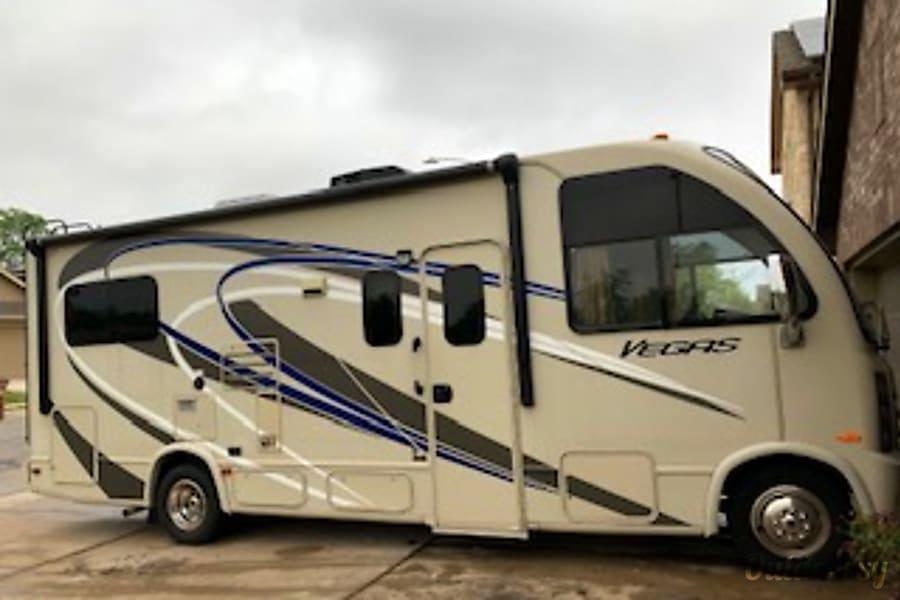2015 Thor Motor Coach Vegas Austin, TX