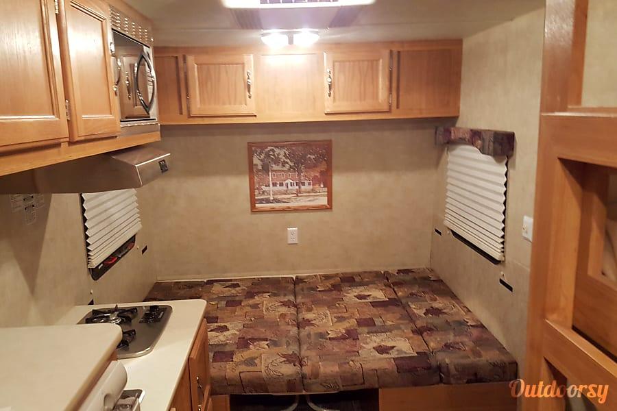 2011 Cozy Traveler 18 VINTON, VA