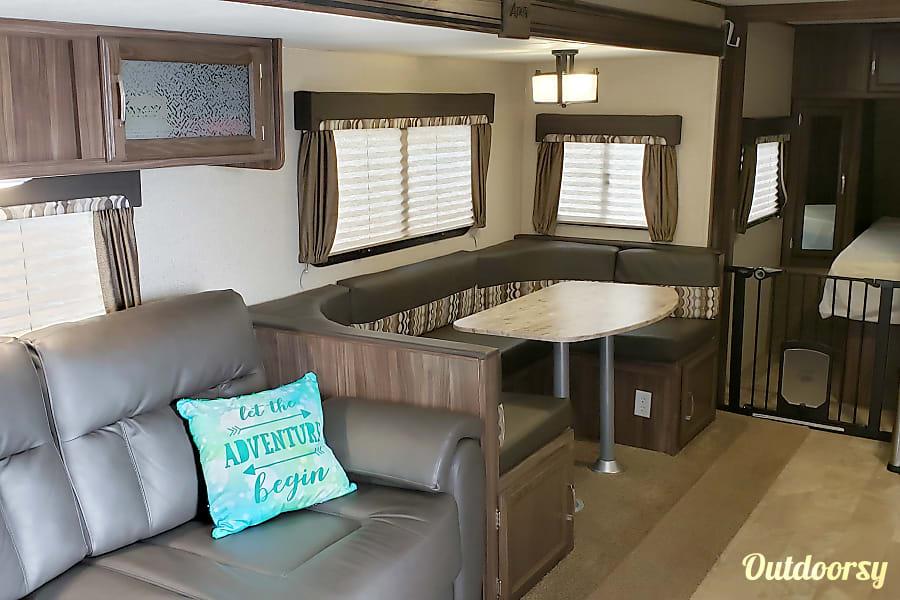 interior 2018 Coachmen Apex Belleville, IL