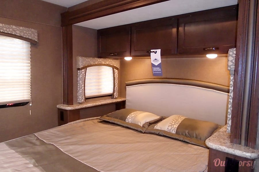 Chateau 2019 by Thor Motor Coach ( 281) Irvine, CA