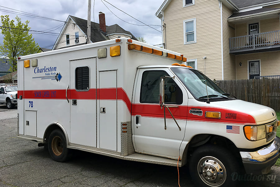 1996 Ford E350 Diesel Ambulance Homebulance- #VanLife - Stocked w Parking On Site Just Show up and Hit the Road!! Pets + Smoking Allowed - September + Long Term Rental Discounts! Melrose, MA