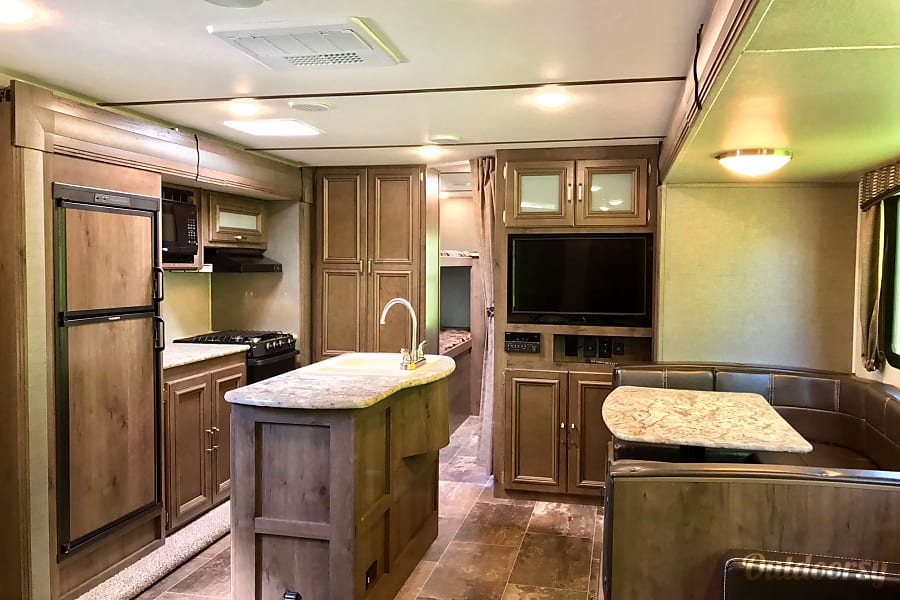 New 2019 Keystone Passport 3320BH Chagrin Falls, OH