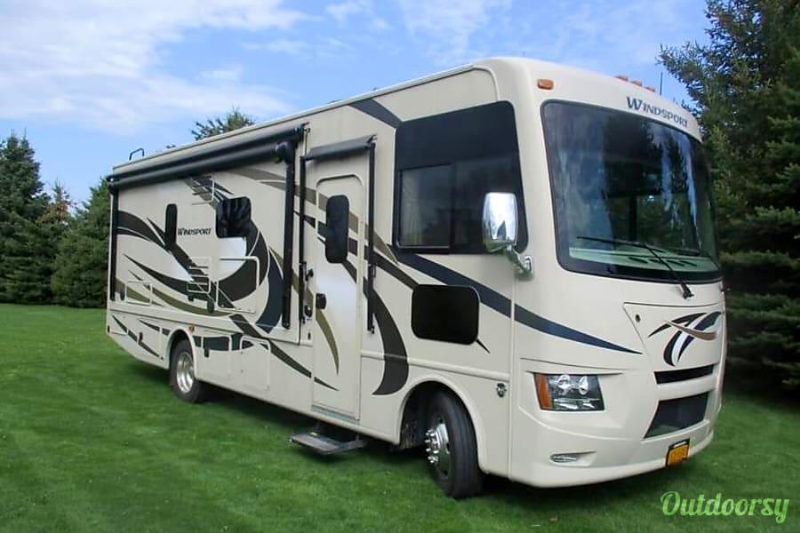 exterior 2016 Thor Motor Coach Windsport SHEBOYGAN, WI