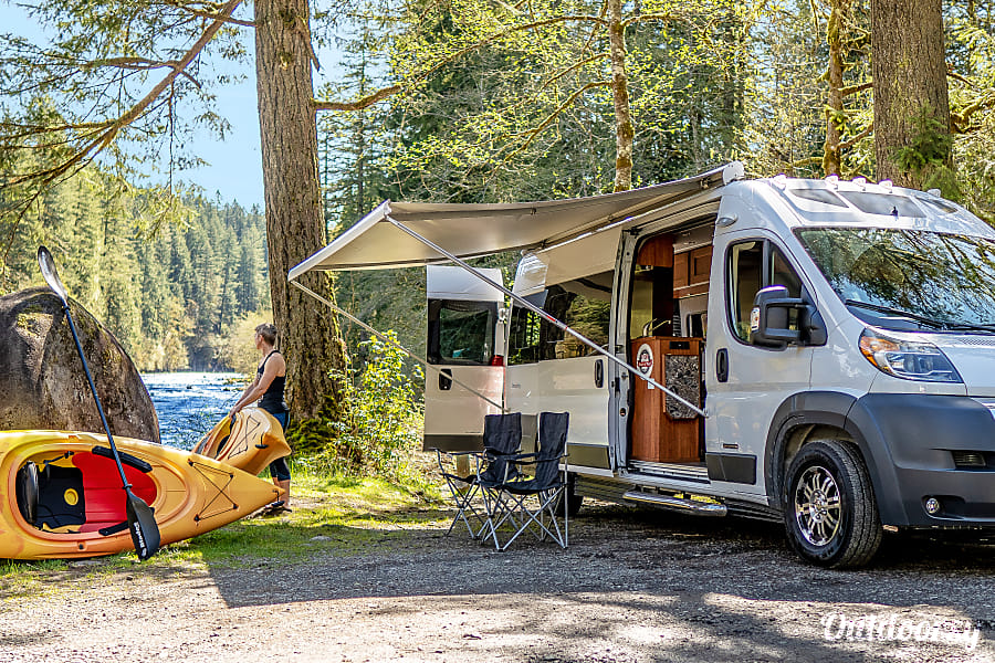 2018 Roadtrek Bath/Kitchen/Queen w/ Delivery Available! Sandy, OR