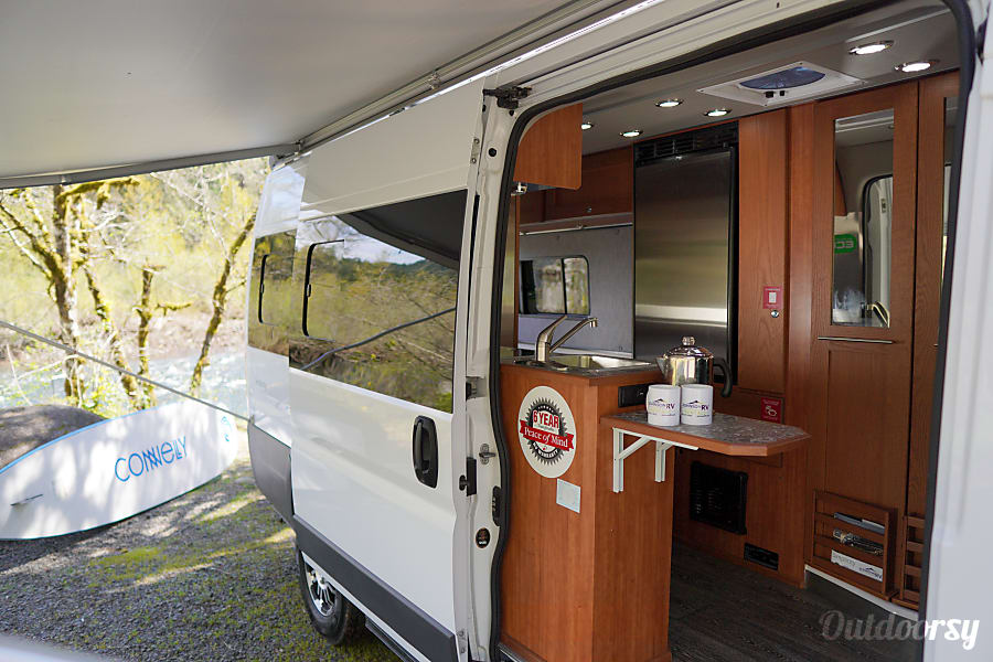 interior 2018 Roadtrek Bath/Kitchen/Queen w/ Delivery Available! Sandy, OR