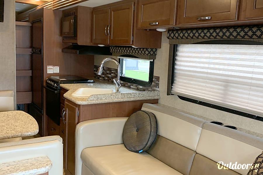 interior 2016 Thor Motor Coach A.C.E Lemont, IL