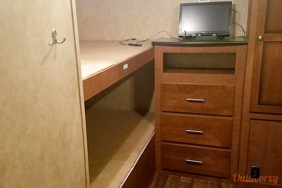 interior 2013 Kodiak 300 BHSL Port Huron, MI