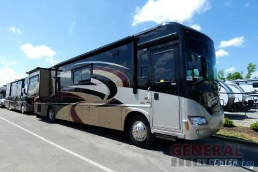 exterior 2010 Itasca Meridian V Class A Diesel Pusher with Sleeping for up to 10! Canton, MI