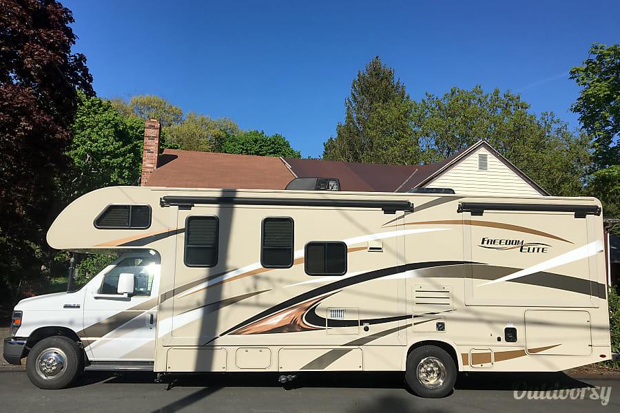 exterior 2017 Thor Motor Coach Freedom Elite Salem, MA