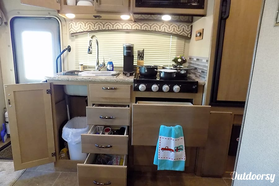 interior 2019 Chateau, King Size Bed, WI-Fi Booster. RV having funn yet? Rocklin, CA
