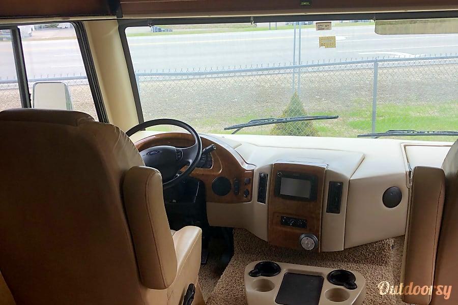interior 2014 thor ace 30.1 Lynn, MA